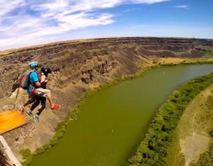 BASE-jumping-leap
