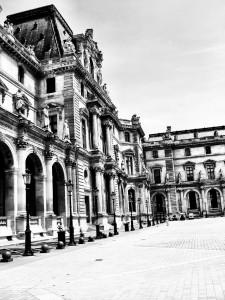Louvre-BW